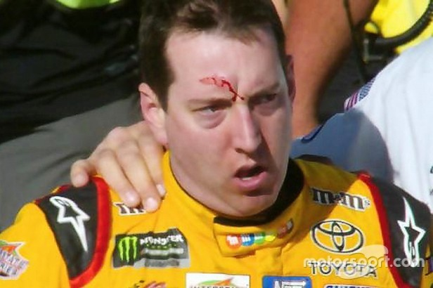 nascar-cup-las-vegas-2017-kyle-busch-joe-gibbs-racing-toyota-after-a-fight-on-pit-road.jpg
