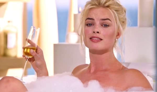margot robbie bath
